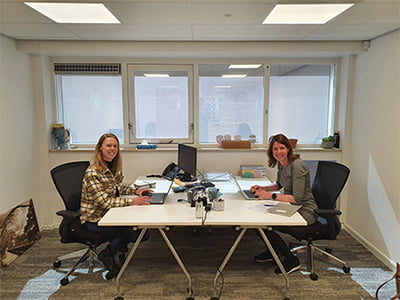 Wendy en Marcia Huis voor de Stad Hoorn